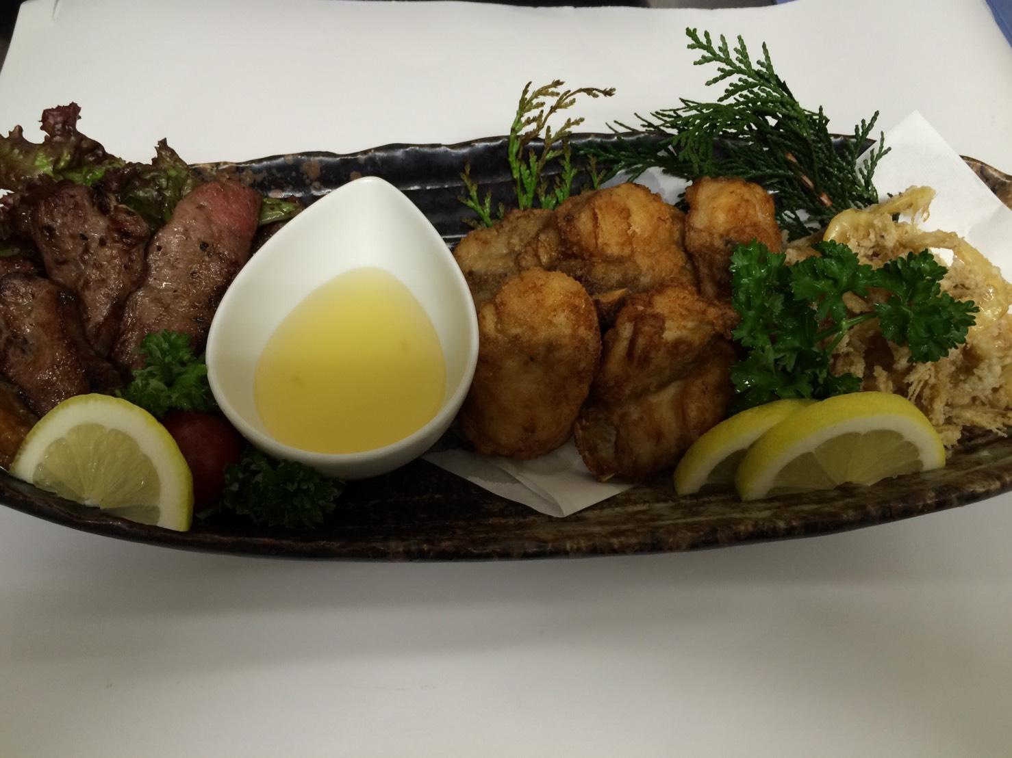葉生姜・ふぐの唐揚げ・牛タン塩焼き・小エビ唐揚げの盛合せ